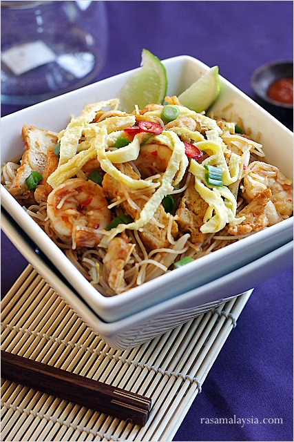 Mee siam (spicy rice vermicelli) recipe and pictures. Mee siam is ...