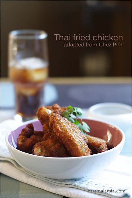 Best Thai fried chicken recipe. Coat the chicken with rice flour and then fried it to golden brown. This Thai fried chicken recipe is the best! | rasamalaysia.com