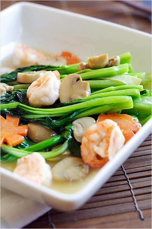 Chinese vegetables choy sum easy delicious recipes rasa malaysia in chinese or cantonese restaurants chinese vegetables choy sum are often served two forumfinder Images