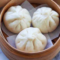 Steamed chicken buns