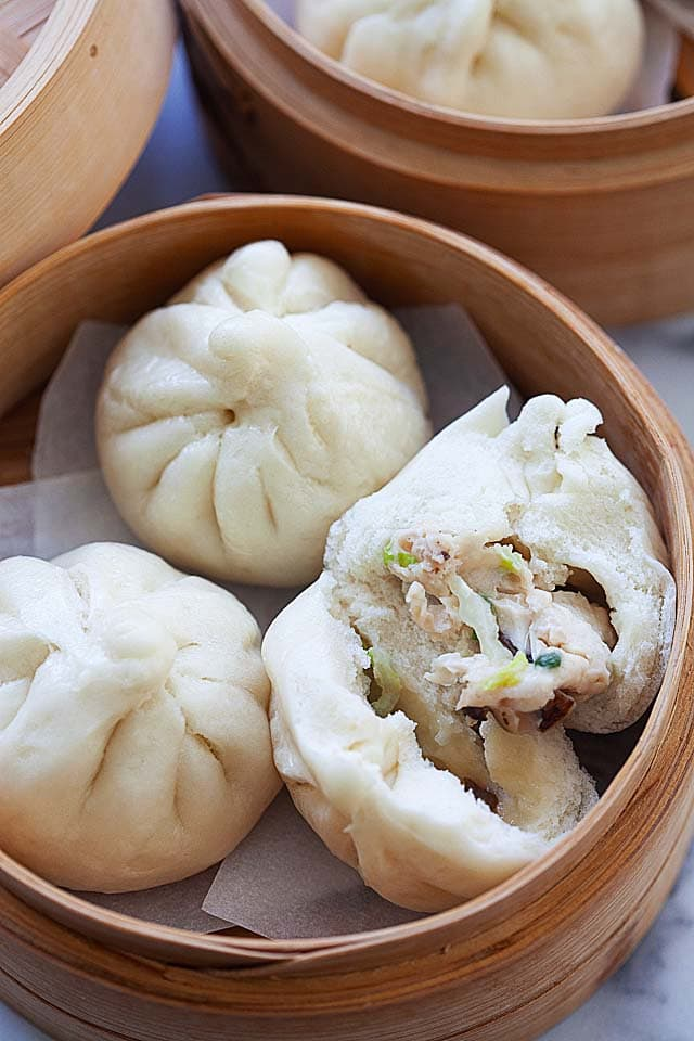 "Petits pains cuits à la vapeur avec garniture au poulet (鸡 仔 包). ""Width ="" 640 ""height ="" 960 ""class ="" aligncenter size-full wp-image-751595 ""srcset ="" https://rasamalaysia.com/wp-content/ uploads / 2009/03 / steamed-chicken-buns4.jpg 640w, https://rasamalaysia.com/wp-content/uploads/2009/03/steamed-chicken-buns4-131x196.jpg 131w, https: // rasamalaysia. com / wp-content / uploads / 2009/03 / steamed-chicken-buns4-135x203.jpg 135w, https://rasamalaysia.com/wp-content/uploads/2009/03/steamed-chicken-buns4-143x215.jpg 143w, https://rasamalaysia.com/wp-content/uploads/2009/03/steamed-chicken-buns4-149x223.jpg 149w, https://rasamalaysia.com/wp-content/uploads/2009/03/steamed -chicken-buns4-169x253.jpg 169w, https://rasamalaysia.com/wp-content/uploads/2009/03/steamed-chicken-buns4-223x335.jpg 223w, https://rasamalaysia.com/wp-content /uploads/2009/03/steamed-chicken-buns4-198x297.jpg 198w, https://rasamalaysia.com/wp-content/uploads/2009/03/steamed-chicken-buns4-255x383.jpg 255w, https: / /rasamalaysia.com/wp-content/uploads/2009/03/steamed -chicken-buns4-225x337.jpg 225w, https://rasamalaysia.com/wp-content/uploads/2009/03/steamed-chicken-buns4-215x323.jpg 215w, https://rasamalaysia.com/wp-content /uploads/2009/03/steamed-chicken-buns4-179x268.jpg 179w, https://rasamalaysia.com/wp-content/uploads/2009/03/steamed-chicken-buns4-133x199.jpg 133w, https: / /rasamalaysia.com/wp-content/uploads/2009/03/steamed-chicken-buns4-356x534.jpg 356w, https://rasamalaysia.com/wp-content/uploads/2009/03/steamed-chicken-buns4- 297x445.jpg 297w, https://rasamalaysia.com/wp-content/uploads/2009/03/steamed-chicken-buns4-245x368.jpg 245w, https://rasamalaysia.com/wp-content/uploads/2009/ 03 / brioches-poulet cuites à la vapeur4-212x319.jpg 212w, https://rasamalaysia.com/wp-content/uploads/2009/03/steamed-chicken-buns4-364x546.jpg 364w ""tailles ="" (largeur max: 768px) 92vw, (largeur max: 992px) 450px, (largeur max: 1200px) 597px, 730px"