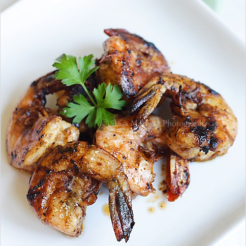 Tamarind prawn (assam prawn) is surprisingly easy to make and takes only a few ingredients: tamarind, sugar, and salt. | rasamalaysia.com