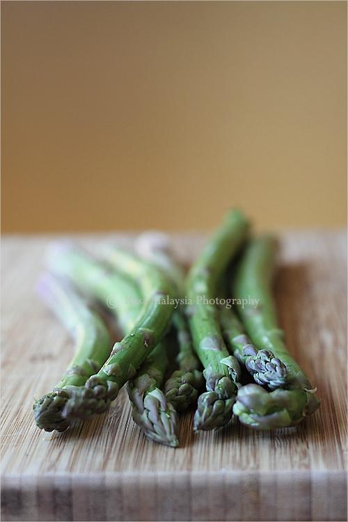 Sambal asparagus with scallops. Learn how to make sambal (Malaysian chili paste) and sambal asparagus with this easy recipe. | rasamalaysia.com