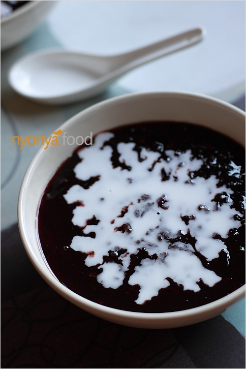 Bee Koh Moy/Bubur Pulut Hitam (Black Sticky Rice Dessert) - Easy Recipes at RasaMalaysia.com | rasamalaysia.com