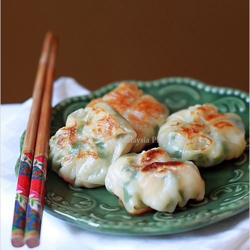 Shrimp and Chive Dumplings (韭菜虾饺) - These are a quick fix when you need dumplings fast! | rasamalaysia.com