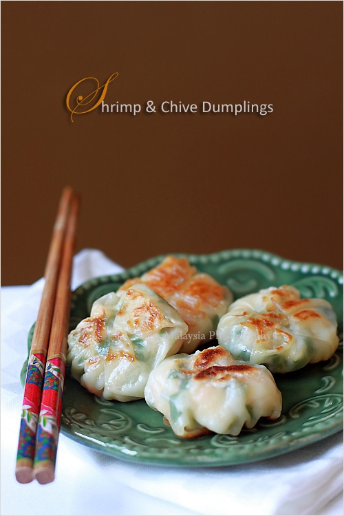 Quick and easy shrimp and chive dumplings, ready to be served.