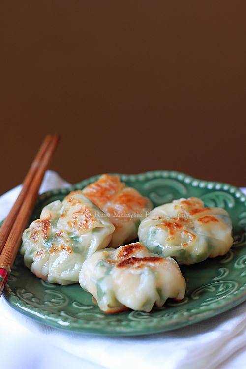 Dumplings filled with shrimp and chives on a plate.