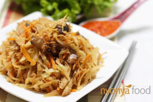 Jiu Hu Char (Fried Jicama/Yambean with Shredded Cuttlefish) - Easy Recipes at RasaMalaysia.com | rasamalaysia.com