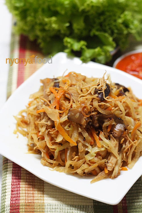 Jiu Hu Char (Fried Jicama/Yambean with Shredded Cuttlefish) - Easy Recipes at RasaMalaysia.com | rasamalaysia.com