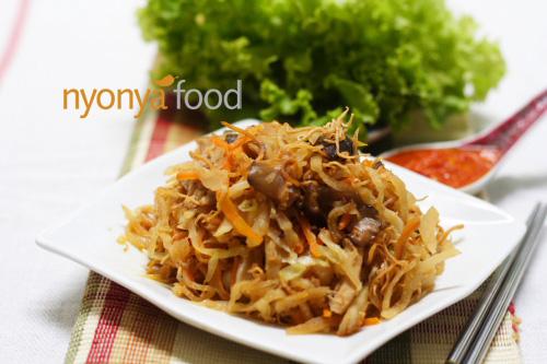 Jiu Hu Char (Fried Jicama/Yambean with Shredded Cuttlefish) - Easy Recipes at RasaMalaysia.com   rasamalaysia.com