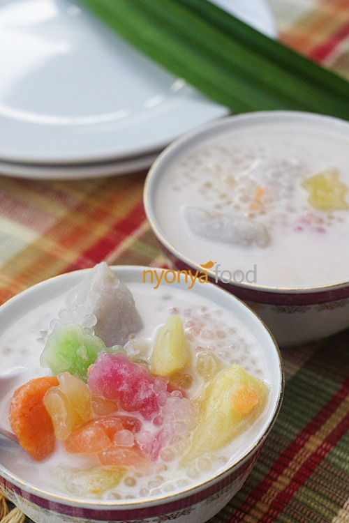 Bubur cha cha a medley of sweet potatoes (in yellow, orange, and purple color), yam (taro), black-eye peas, etc., cooked in a sweet coconut milk base. It is a colorful and sweet dessert, and is generally prepared during festive seasons in Penang. | rasamalaysia.com