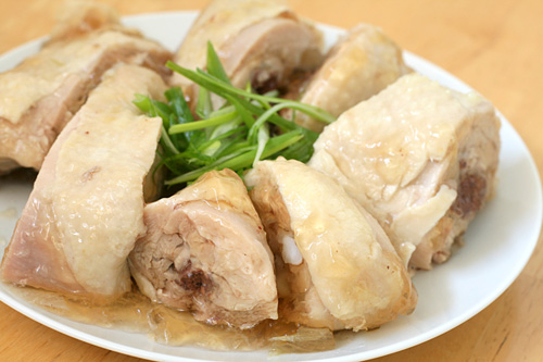 Drunken chicken is a Shanghainese cold dish where chicken is steeped in rice wine, hence 'drunken chicken.' This drunken chicken recipe is by Nook & Pantry. | rasamalaysia.com