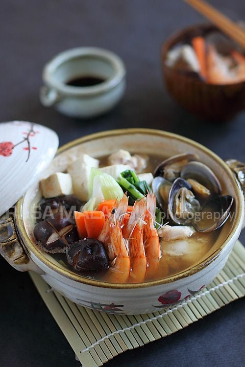 Nabe or Yosenabe is a popular Japanese hot pot. Nabe or yosenabe is a complete meal with chicken, seafood, tofu and veggies. Classic nape/yosenabe recipe. | rasamalaysia.com