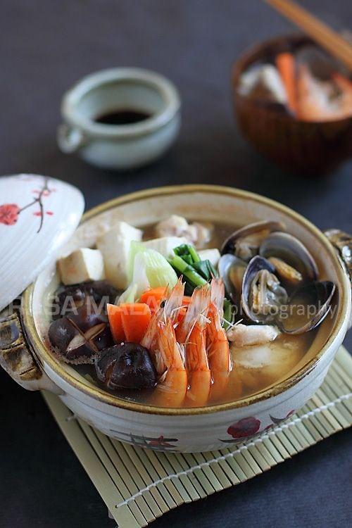 Nabe yosenabejapanese hot pot easy delicious recipes rasa nabe or yosenabe is a popular japanese hot pot nabe or yosenabe is a complete forumfinder Images