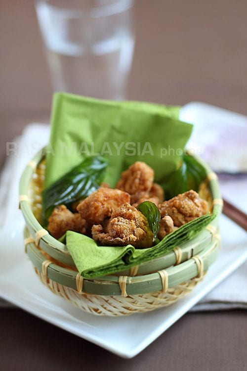 Salt and pepper chicken is a favorite Taiwanese street food. Easy salt and pepper chicken recipe that you can try at home. A great afternoon snack.   rasamalaysia.com