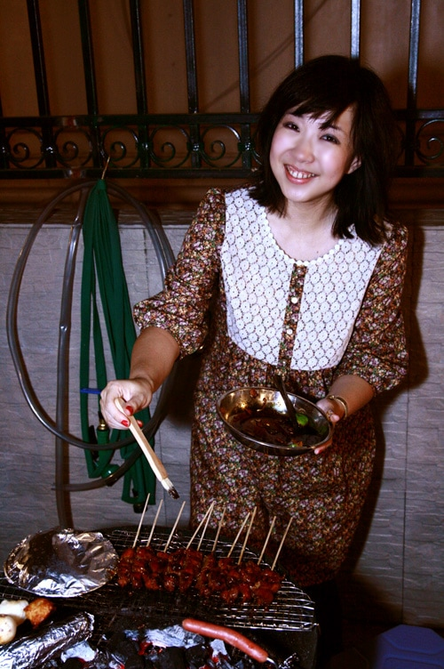 Indonesian sate or sate. Sate is marinated meat skewered on sticks grilled to perfection and served with sauce. Easy sate babi and sate ayam recipe by Rita. | rasamalaysia.com