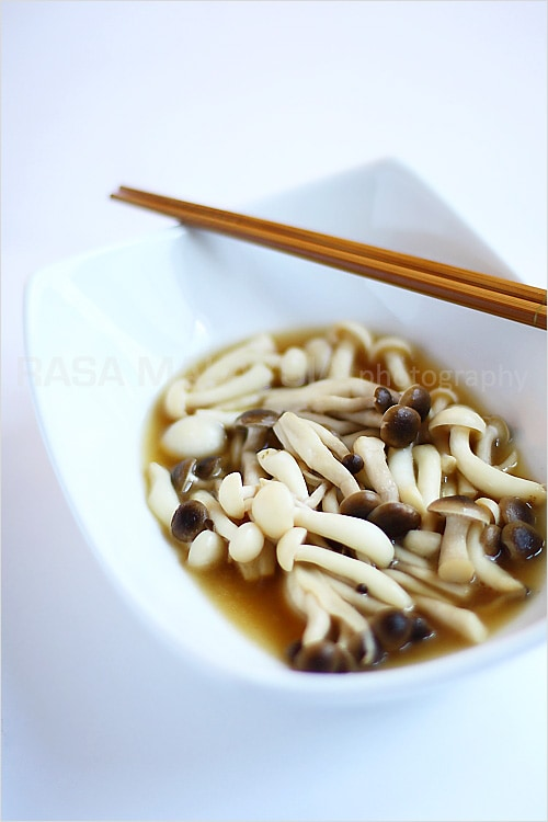 Beech Mushrooms recipe - I love mushrooms as they are one of the healthiest foods to eat, plus they are low in calories and are often organically grown. | rasamalaysia.com
