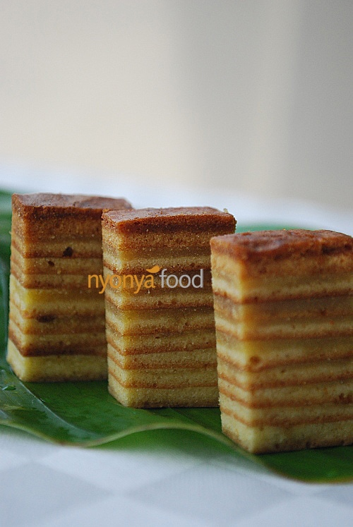 Kek Lapis is a very unique cake where spices are added in to give the sweet aroma smell. It is a very rich cake with very high contents of eggs and butter. Therefore, it is usually served in very small pieces. | rasamalaysia.com