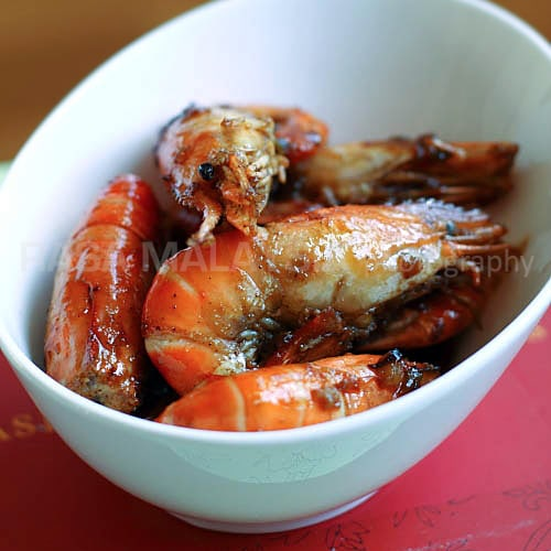 Caramel Shrimp (Vietnamese Tom Rim) - one of the most delicious shrimp dishes ever and the taste is rich and intense—sweet, salty, savory, and extremely umami. | rasamalaysia.com