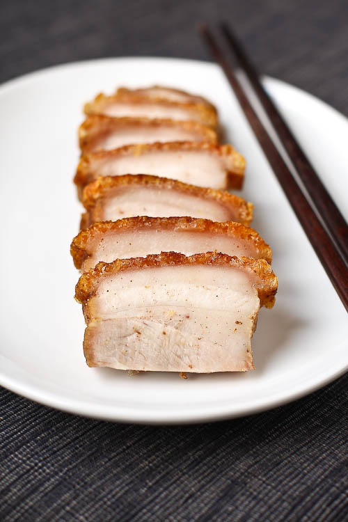 Chinese roast pork belly recipe (siu yuk/烧肉) by Eat a Duck I Must. Crispy pork belly that you can easily prepare at home, including step-by-step pictures.   rasamalaysia.com