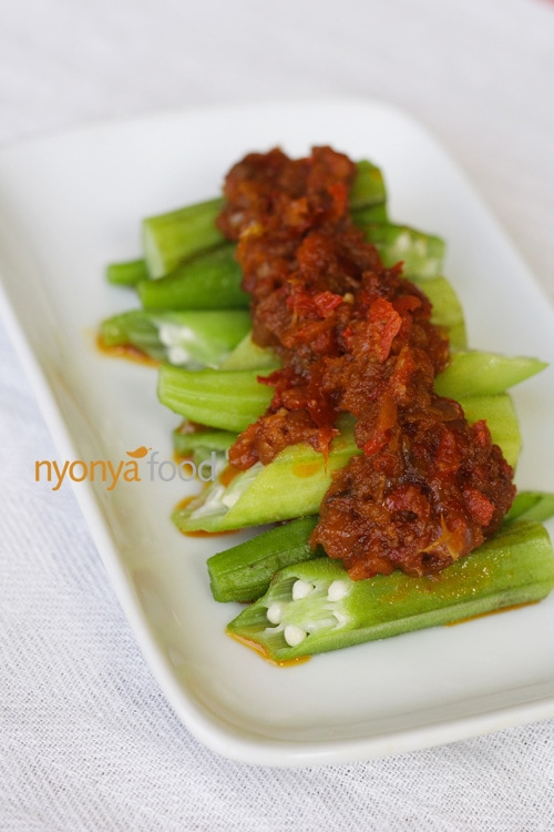 Here is a simple sambal okra recipe that I absolutely adore. The addition of dried shrimp adds depth to the taste structure of this simple but scrumptious dish. | rasamalaysia.com
