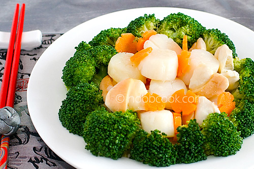 Broccoli and scallops is an easy Chinese vegetable recipe that is great for all occasion. Fresh broccoli with scallops in a sauce make it a great dish. | rasamalaysia.com