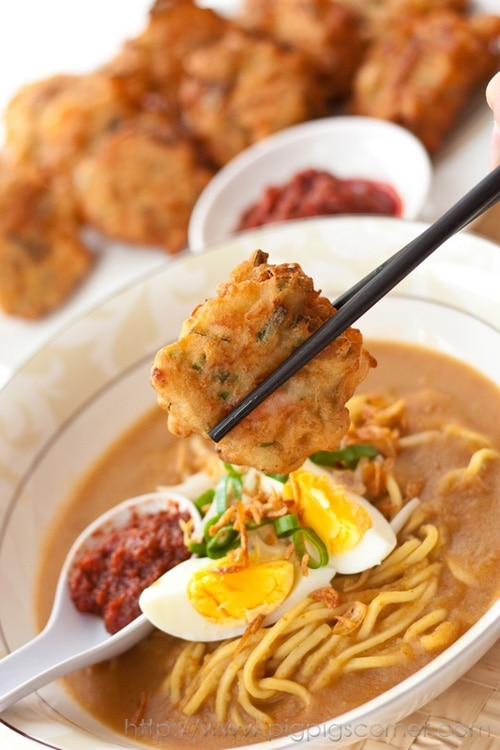 Mee rebus is one of the popular noodles dishes in Malaysia. This mee rebus recipe womes with yellow noodles in a spicy potato-based gravy and prawn fritters.   rasamalaysia.com