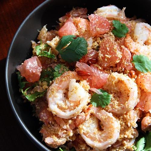 Thai Pomelo Salad recipe (Yam Som-O) - coconut flakes, shrimp, red chili flakes, shallots, garlic, roasted peanuts, lime juice, cilantro.   rasamalaysia.com