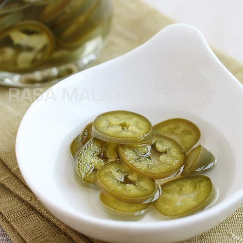 Pickled green chili is a popular condiment that accompanies many Southeast Asian street food and Asian noodle dishes. Have these for your guest for your Chinese New Years feast. | rasamalaysia.com
