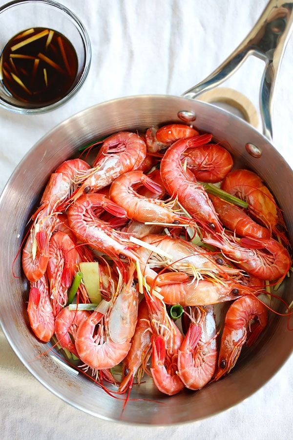 White boiled shrimp – a classic Hong Kong recipe where shrimp are boiled and served with a soy ginger sauce | rasamalaysia.com