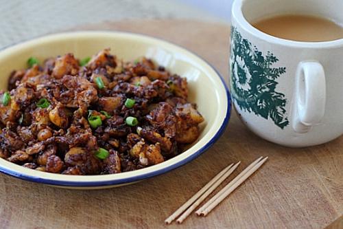 Fried Radish Cake - radish, rice flour, egg, garlic, fish sauce, chili sauce, onion | rasamalaysia.com