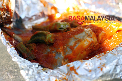 BBQ Clams using sambal, a popular chili based from Malaysia and Indonesia | rasamalaysia.com