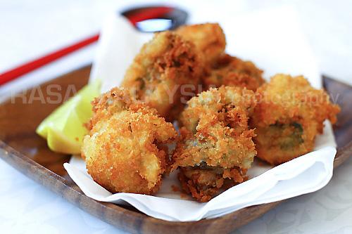 Fried Oysters with Panko (Kaki Furai/Kaki Fry) recipe - Everyone loves panko, or Japanese bread crumb, that gives fried foods an airy, light, and super crispy coating. | rasamalaysia.com