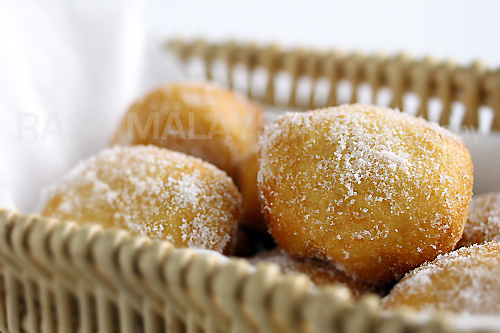 Cheater Donuts using Pillsbury biscuits. Fluffy, light, pillowy and oh-so-YUM. These sugared Pillsbury biscuits are the BEST!   rasamalaysia.com