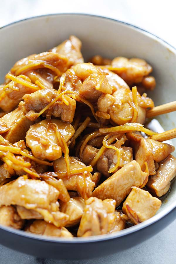 Sesame Oil Chicken - the most aromatic and delicious braised chicken ever, with loads of sesame oil and ginger. A homey dinner in 20 mins | rasamalaysia.com