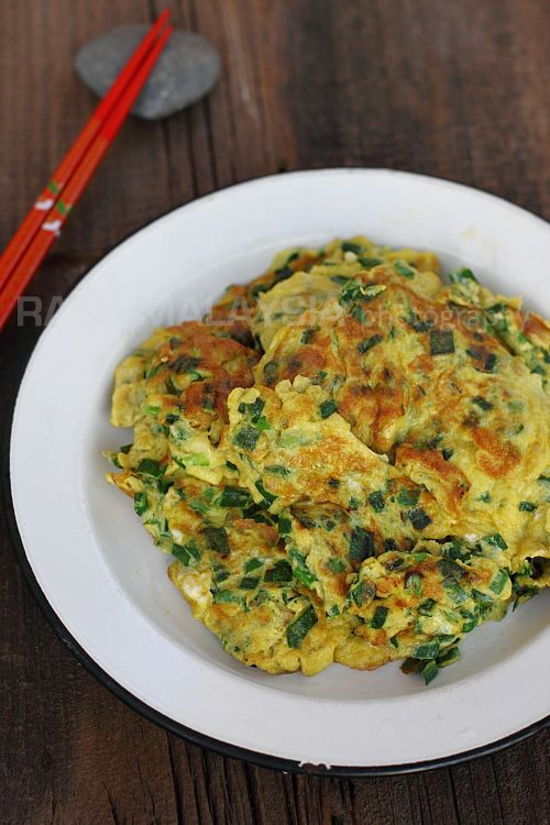 Chives Omelet (韭菜煎蛋) | Easy Delicious Recipes