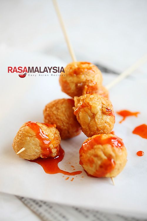 Fried Cuttlefish Balls (炸墨鱼丸): —They are nice little treats, ones that I particularly enjoyed eating, especially when they are dipped in a spicy condiment such as Lingham's hot sauce | rasamalaysia.com