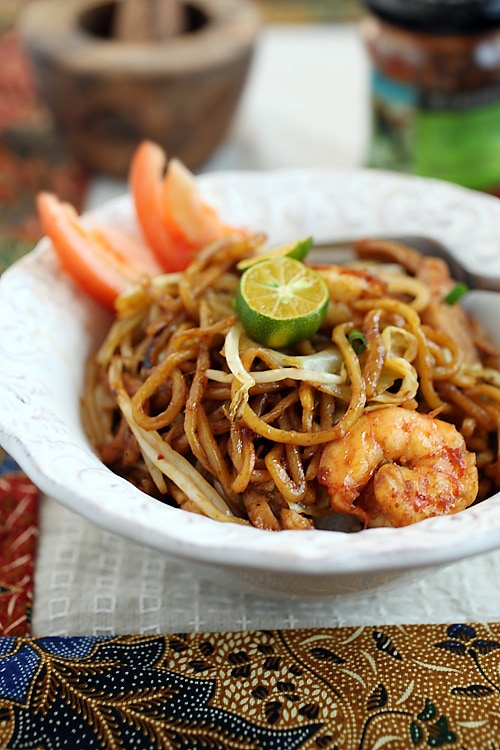 nudels mie  Indonesian Fried Noodles (Mie Goreng) | Easy Delicious Recipes