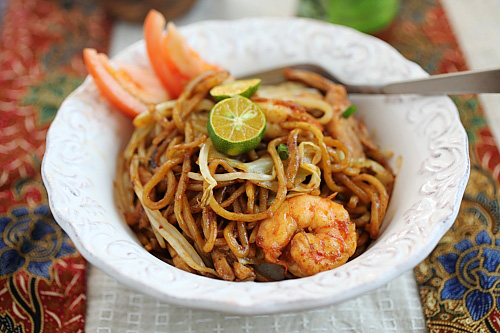 Mie Goreng fried to perfection with shrimp, chicken, and delicious egg noodles.