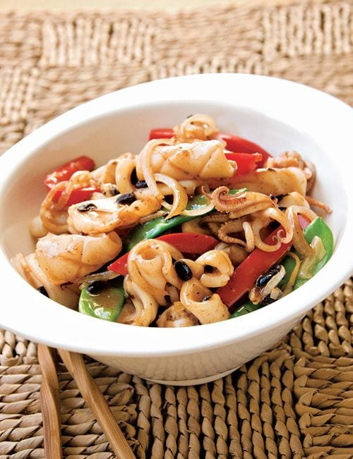 Squid with Black Bean Sauce - squid, red bell peppers, ginger, scallion, black beans, soy sauce, chicken broth | rasamalaysia.com