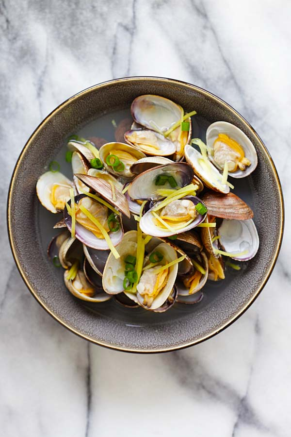 Easy and quick Chinese style soup with clams and ginger served in a serving dish.