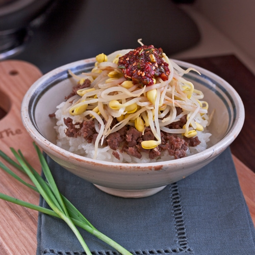 Bean Sprout Beef Rice Bowl recipe - seasoned ground beef, bean sprouts, rice, chive dressing.   rasamalaysia.com