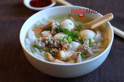 Rice noodle soup bee thai bak easy delicious recipes for Rice noodle fish