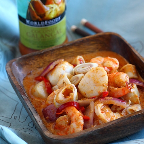 Thai Coconut Galangal Seafood recipe - This sauce is a blend of coconut milk spiced with galangal, lemongrass, tamarind and chilies. I used it to make a combination seafood dish, with shrimp, scallop, and squid. | rasamalaysia.com