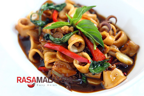Three-Cup Squid - squid, ginger, garlic, sesame oil, soy sauce, rice wine, chili | rasamalaysia.com