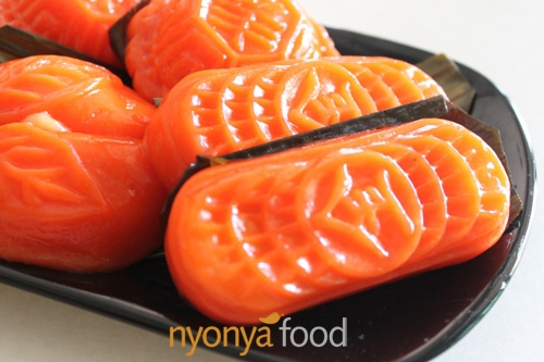 Angku Kuih (Red Tortoise Cake) Recipe | Easy Asian Recipes | rasamalaysia.com