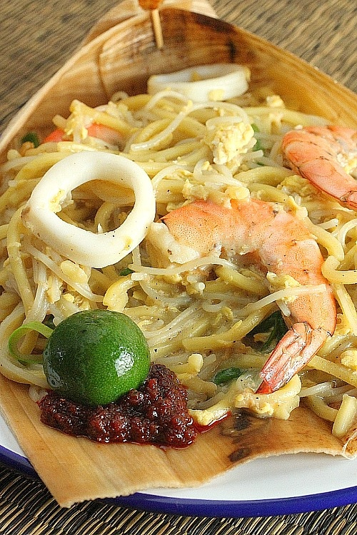 Singapore Hokkien Mee recipe - The prawn stock imparts the essence to the noodle and is the key ingredient that makes the bland-looking dish flavourful. | rasamalaysia.com
