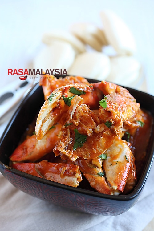 Chili Crab (Crab in Sour and Spicy Sauce) recipe - This rendition with the eggy, sweet, sour, and spicy sauce is perfect for entertaining guests or simply when you want to have a crab feast. | rasamalaysia.com