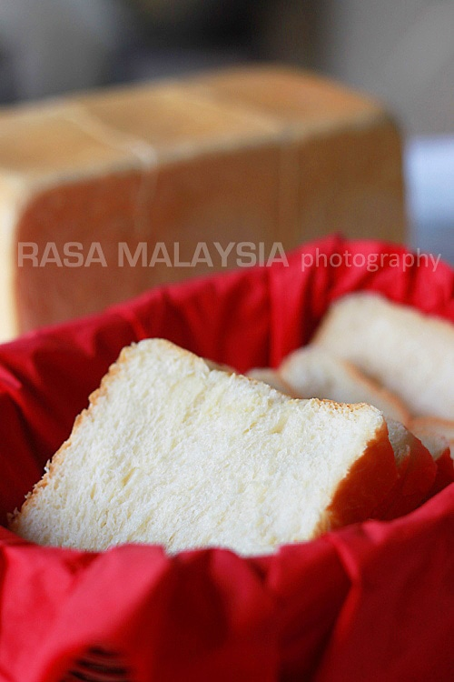 Japanese sweet milk loaf or Hokkaido milk loaf. The best bread ever, cotton soft, sweet, and you don't need anything on the bread, it's THAT good | rasamalaysia.com