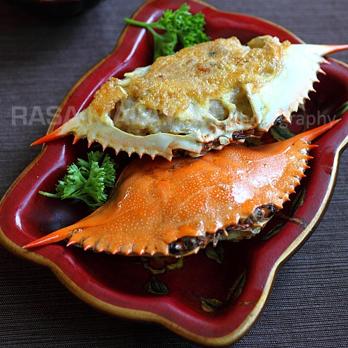 Stuffed crab or poo cha is a delicious crab dish where the crab shell is stuffed with the filling of crab and ground pork. Stuffed crab poo cha is great! | rasamalaysia.com